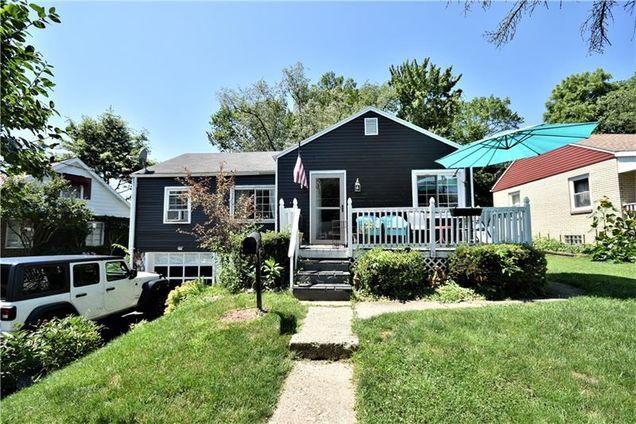 Outstanding 1004 Sunset Blvd Ellwood City Pa 16117 Mls 1406494 Estately Interior Design Ideas Gentotryabchikinfo