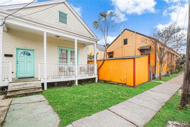 4622 S Robertson Street - Photo 1 of 17