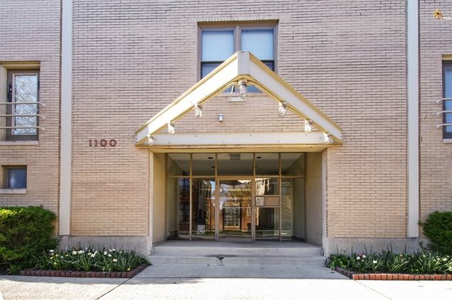 1100 W Cornelia Avenue Unit131 - Photo 1 of 12