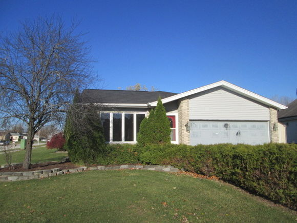 25631 S Middlepoint Avenue - Photo 1 of 19