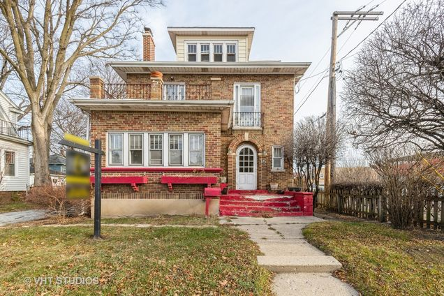 15 N Lewis Avenue - Photo 1 of 10