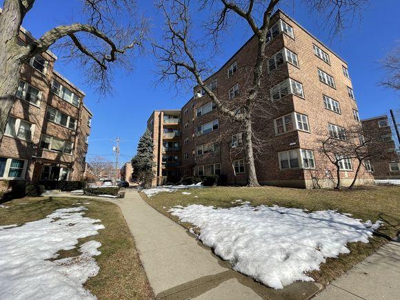 2142 W Rosemont Avenue Unit1D - Photo 1 of 16