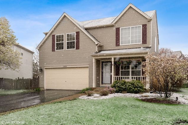 5924 Glass Pointe Circle - Photo 1 of 19