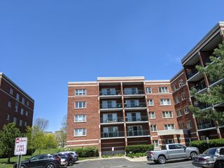 6430 W Berteau Avenue Unit509