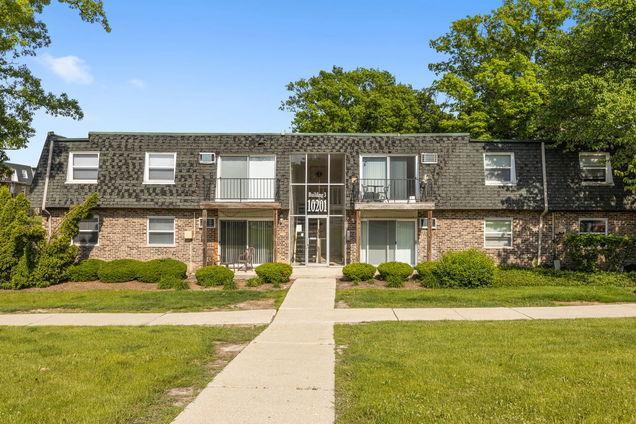 10201 S 86th Terrace Unit3-213 - Photo 1 of 13