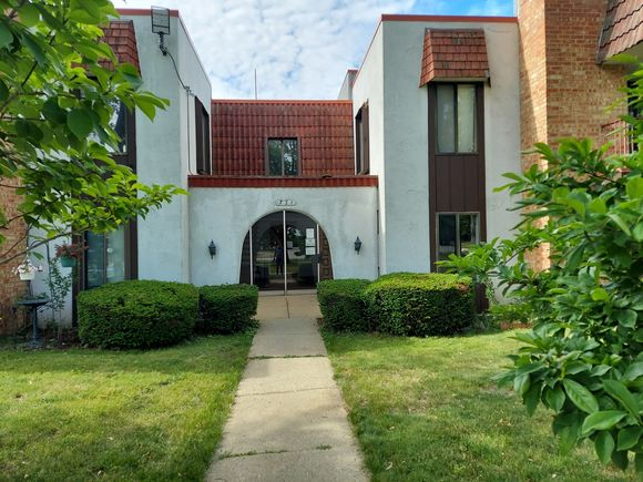 731 E Fullerton Avenue Unit202 - Photo 1 of 8