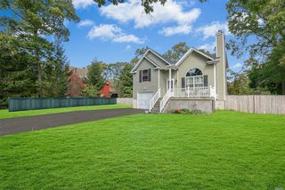 23 W Arpage Dr