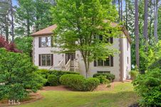 192 Lakeside Dr NW