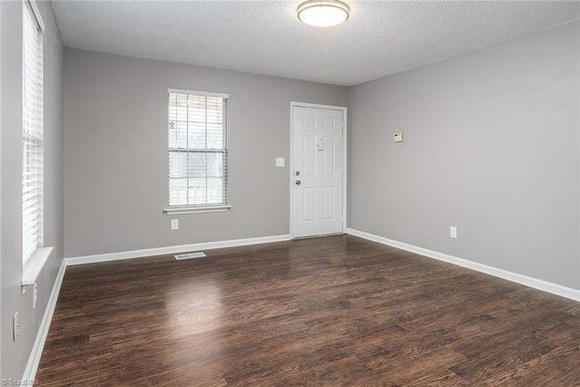 1404 Woodmere Dr Greensboro Nc 27405, Woodmere Laminate Flooring