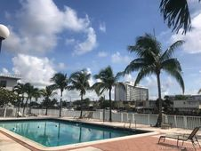 7207 Bay Dr Unit 8