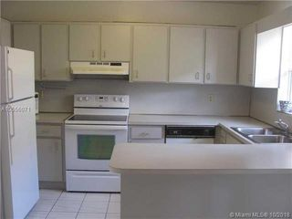 2050 NE 140th St Unit 13
