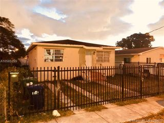 1878 NW 69th Ter