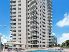 3000 Holiday Dr Unit 304
