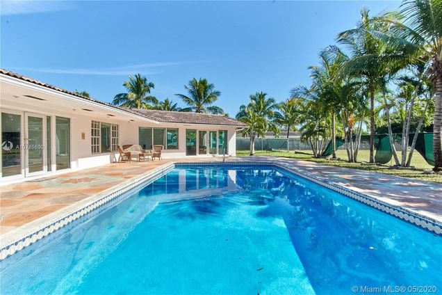 7550 SW 56th St - Photo 1 of 75