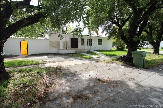 251 NW 40th Ave - Photo 1 of 24