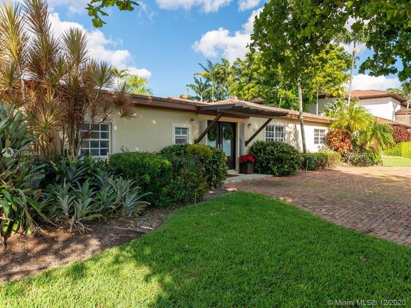 7521 SW 59th St - Photo 1 of 43