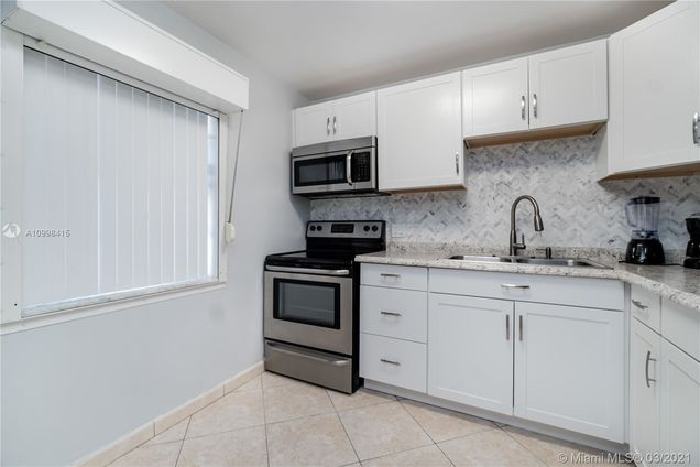1040 Country Club Dr Unit107 - Photo 1 of 35
