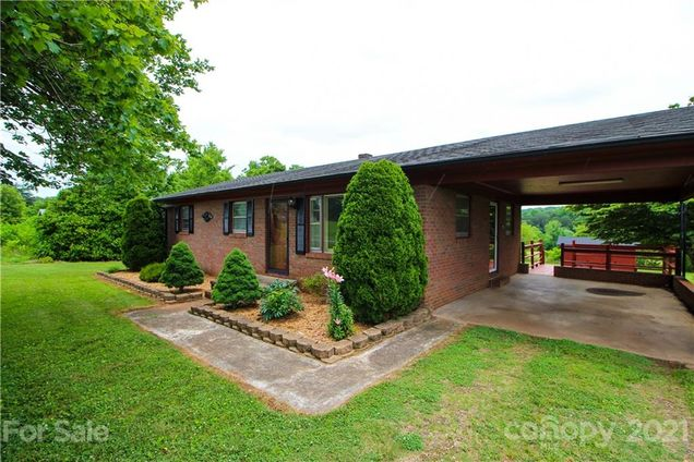 813 Candy Drive - Photo 1 of 28