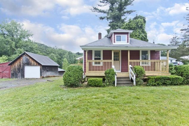 879 Piper Rd - Photo 1 of 20