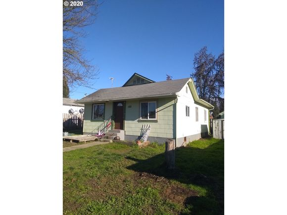 562 SE GREGORY DR - Photo 1 of 9