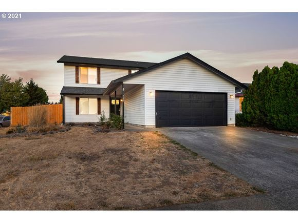 705 SE 146TH AVE - Photo 1 of 32