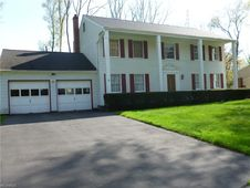 8528 Carriage Hill