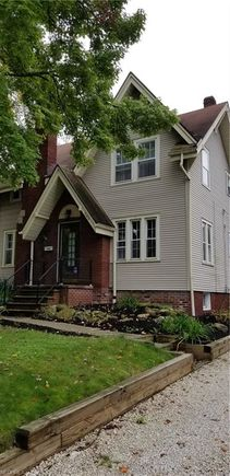 Astonishing 540 Roslyn Ave Akron Oh 44320 Mls 4042086 Estately Home Interior And Landscaping Mentranervesignezvosmurscom