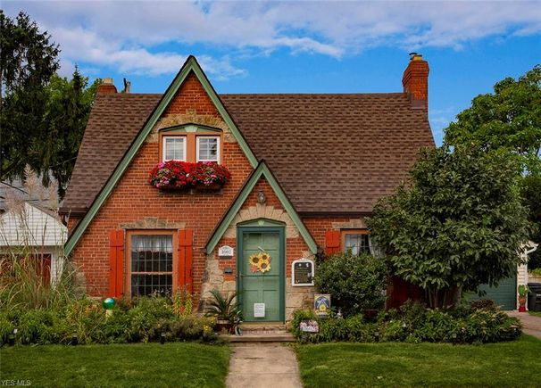 Magnificent 1602 Blossom Park Ave Lakewood Oh 44107 Mls 4132693 Squirreltailoven Fun Painted Chair Ideas Images Squirreltailovenorg