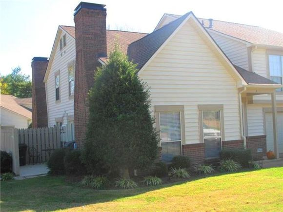 5013 Camelot Dr Apt A - Photo 0 of 11