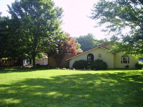 1402 Scottsville Rd - Photo 0 of 12