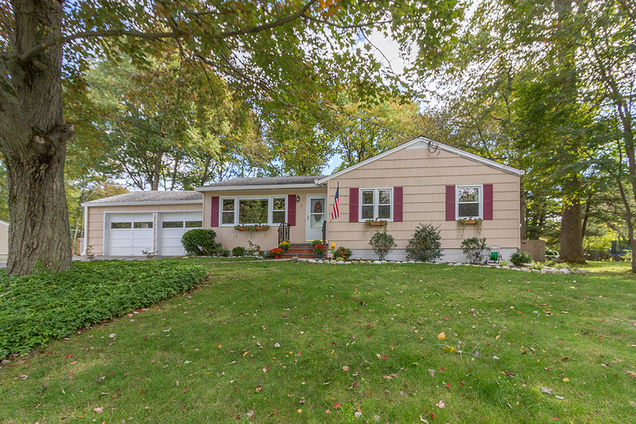 6 Hickory Pl - Photo 1 of 1