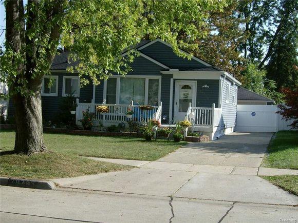 29735 Rosslyn Avenue, Garden City, MI 48135 - MLS# 217086449 | Estately