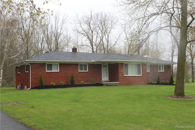 155 w newburg road carleton mi 48117 mls 219039900 estately rh estately com