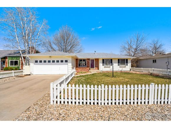 367 Hawthorn Dr - Photo 1 of 35