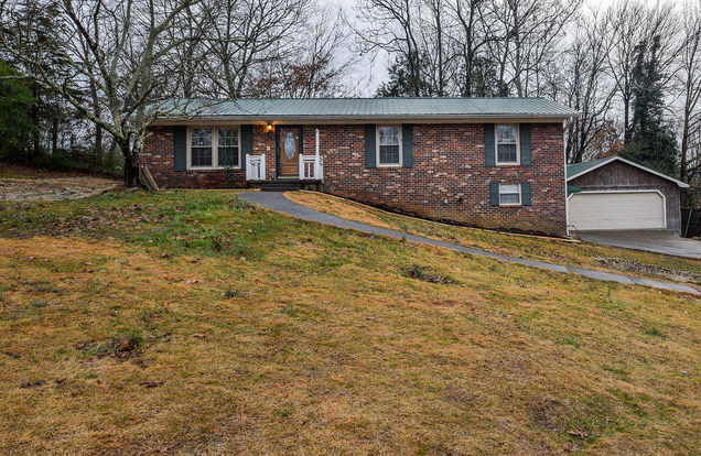 2955 NW Vista Dr - Photo 1 of 38