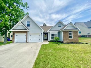 568 NW Thoroughbred Dr
