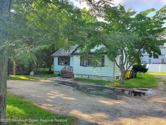 805 W County Line Road - Photo 1 of 20