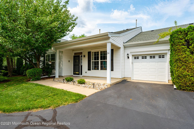 24 Golden Willows Avenue - Photo 1 of 34