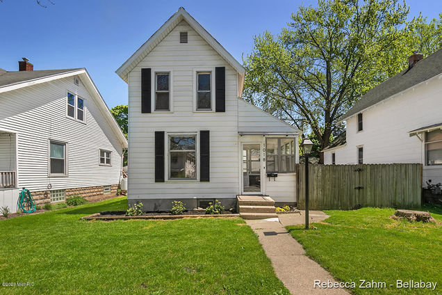 1018 Pine Ave. Avenue NW - Photo 1 of 26