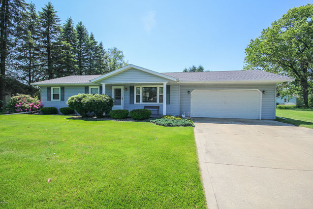 56808 Bow Drive - Photo 1 of 18