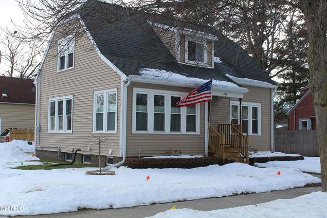1263 W Larch Avenue - Photo 1 of 46