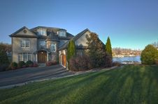 215 East Pointe DR