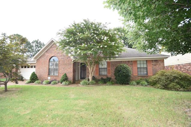 Cool 7751 Deer Trail Memphis Tn 38133 Mls 10059333 Estately Home Interior And Landscaping Ponolsignezvosmurscom