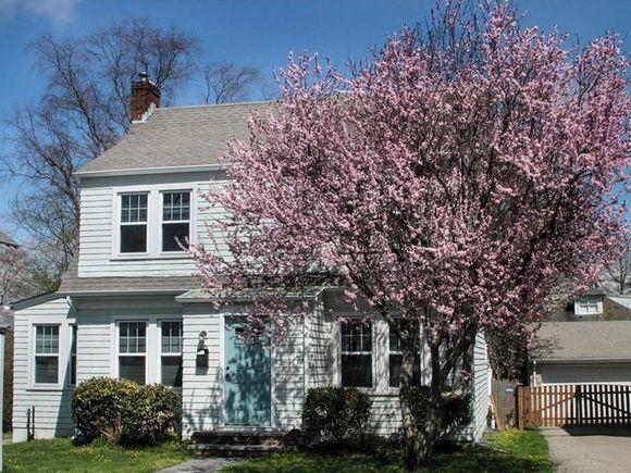 173 Rhode Island Av, Newport, RI 02840 - MLS# 1233550 | Estately
