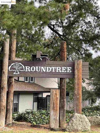 5494 Roundtree UnitB - Photo 1 of 18