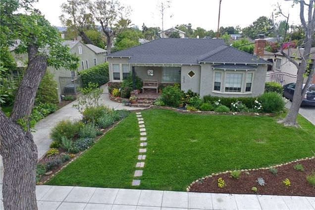 223 S Beachwood Drive, Burbank, CA 91506 - MLS# BB18100915 | Estately