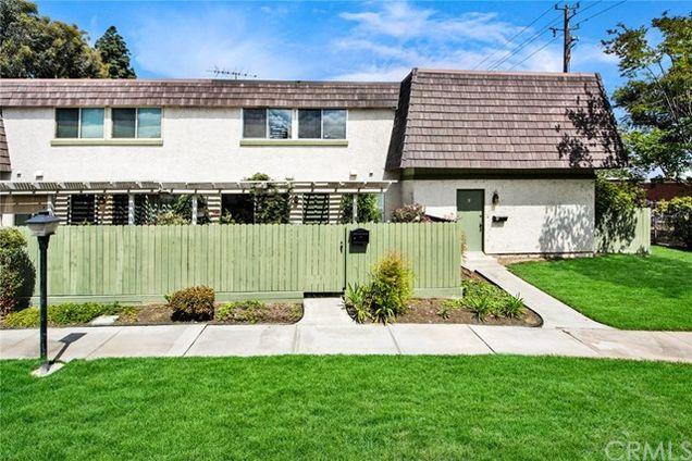 328 E Palmdale Avenue Unit 4, Orange, CA 92865 - MLS# PW18089753 ...